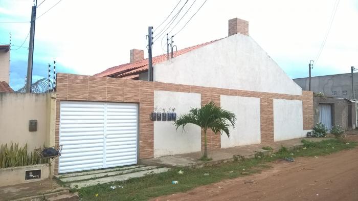 Alugo casa em Arapiraca.
