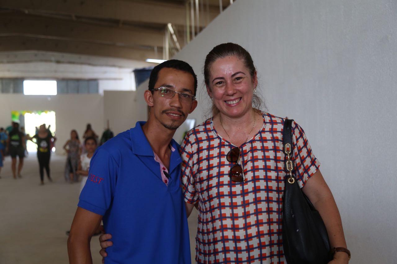 Alex e Fabrísia comemoram a inauguração do Centro de Gestão e Negócios do Brisa do Lago. (Foto de Lucas Ferreira).